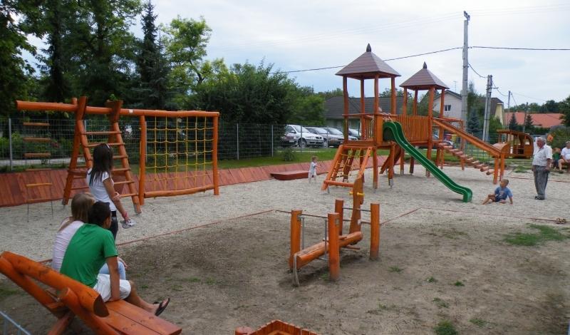 Közterületi Riki Rönk játszótér