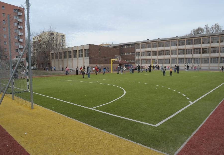 Multifunkciós sportpálya - Műfüves iskolai pálya