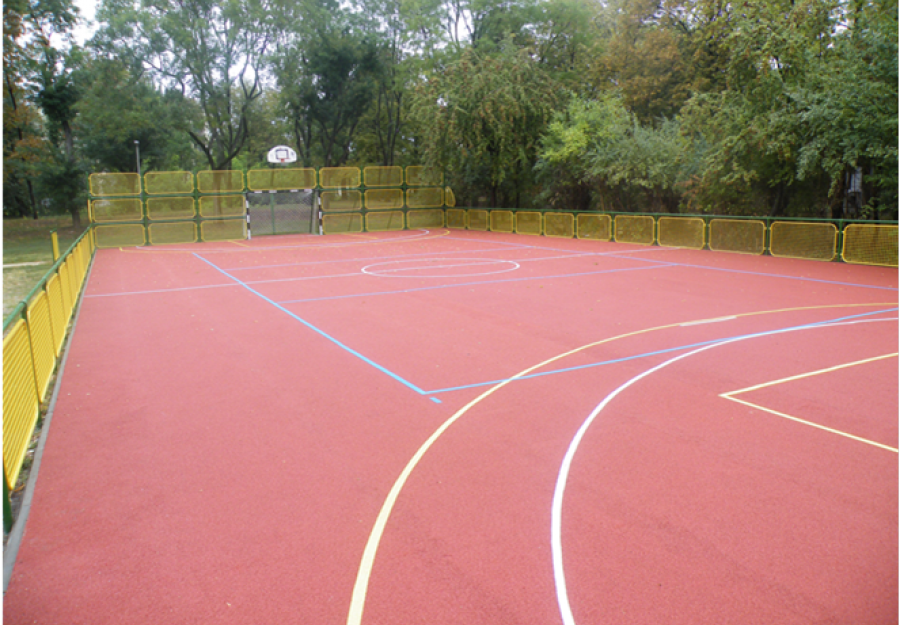 Multifunctional sportcourt - Public area court with pourid rubber coating