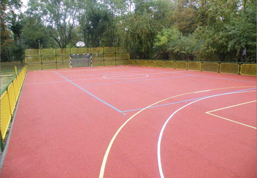 Multifunkciós sportpálya - Közterületi pálya öntött gumiburkolattal