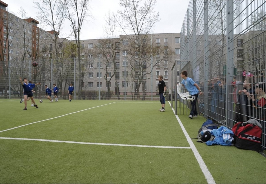 Multifunctional sportcourt - Multifunktional sport court with special sound-absorbing fencing