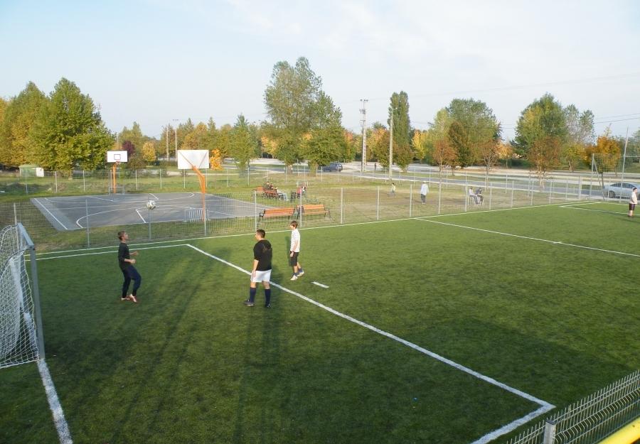 Futball pálya - Focipálya fekete granulátum töltéssel