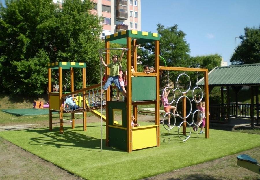 Játszótéri műfüves burkolat - Műfű természetes zöld színben