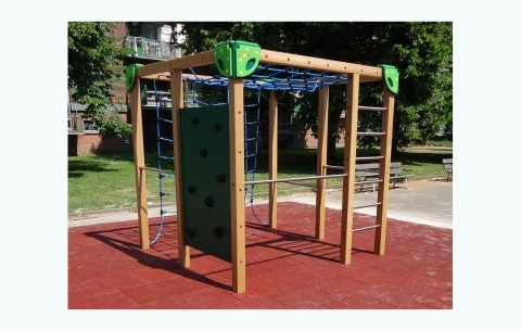 Kukel Kubus 2 with climbing wall
